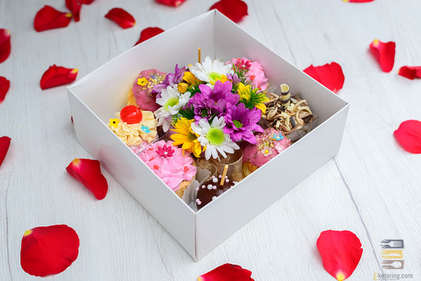 Cvetni paket - poklon za nju